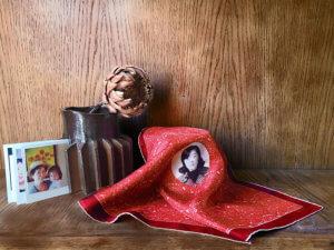 le-centre-portrait-scarf-story